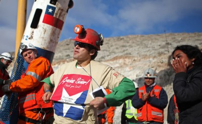 """CHILEAN MINERS WERE TOLD TO WEAR SHIRTS WITH AN INVERTED PENTAGRAM THAT SAID """"THANK YOU LORD"""" IN SPANISH"""
